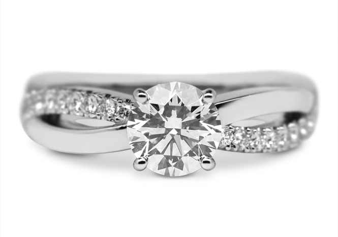 Solitaire diamond ring with diamonds on the shoulders